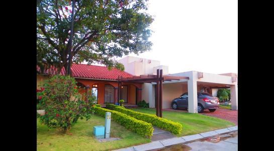 Casa en Alquiler Cond. La Hacienda I, av banzer Foto 1