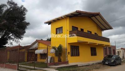 Casa en Venta en Santa Cruz de la Sierra 8vo Anillo Norte Avenida cumabi 8 anillo pasa linea 43 -89 sobre asfalto en esquina