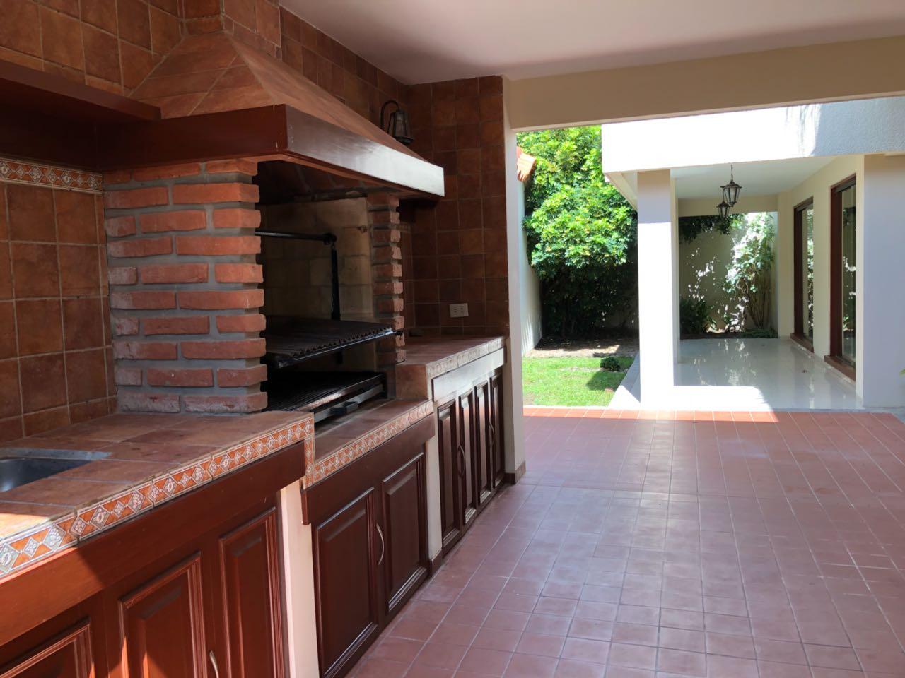Casa en Alquiler CASA EN ALQUILER, URBANIZACIÓN LA HACIENDA I, ENTRE AV. BENI Y BANZER 5TO ANILLO Foto 11