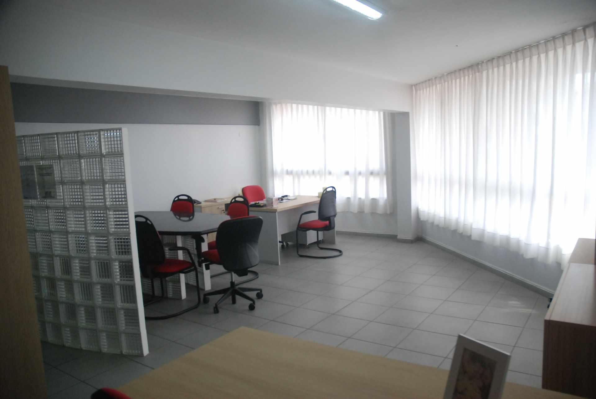 Oficina en Alquiler Cerca del colegio Cristo Rey y Avenida Irala, Calle La Riva Foto 1