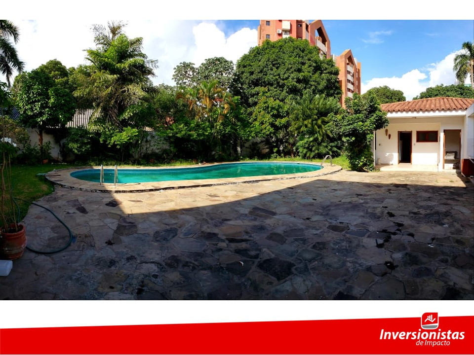 Casa en Venta Av. Ejercito Nacional frente al estadio Tahuichi Aguilera Foto 3