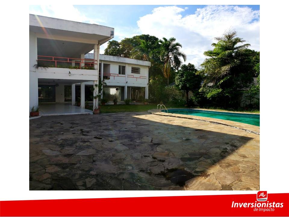 Casa en Venta Av. Ejercito Nacional frente al estadio Tahuichi Aguilera Foto 2