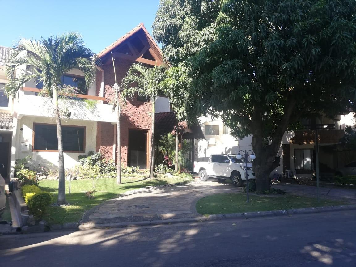 Casa en Alquiler Av. Banzer 4to anillo Cond. Barrio Norte Foto 1