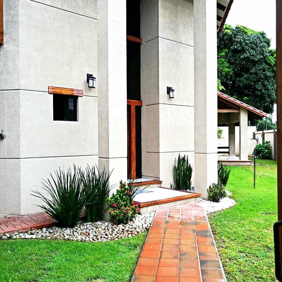 Casa en Alquiler Barrio Aeronáutico Calle Pauro #300 Foto 2