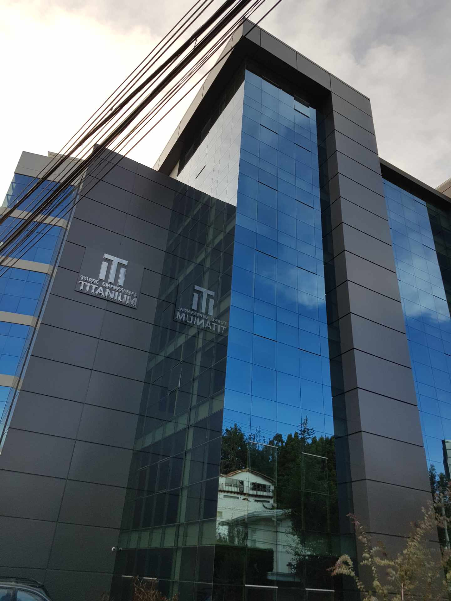 Oficina en Venta Calacoto calle 22 Edificio Torre Empresarial Titanium Foto 1