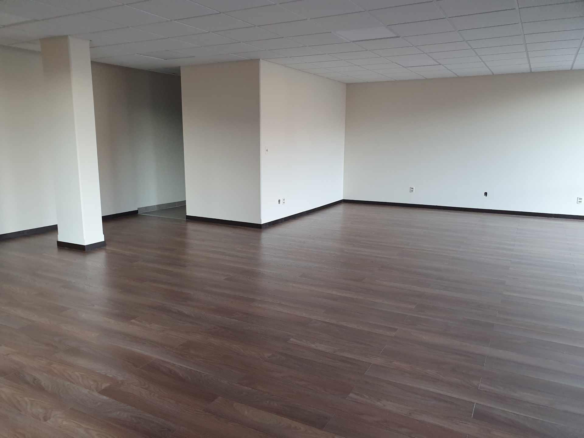 Oficina en Alquiler Calacoto calle 15 Edificio Plaza 15 Foto 3