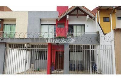 Casa en Venta en Santa Cruz de la Sierra 5to Anillo Sur Barrio Transportista c/4 #4