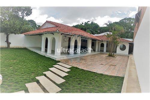 Casa en Alquiler Av. Banzer, 6to anillo, calle Claracuta Foto 2