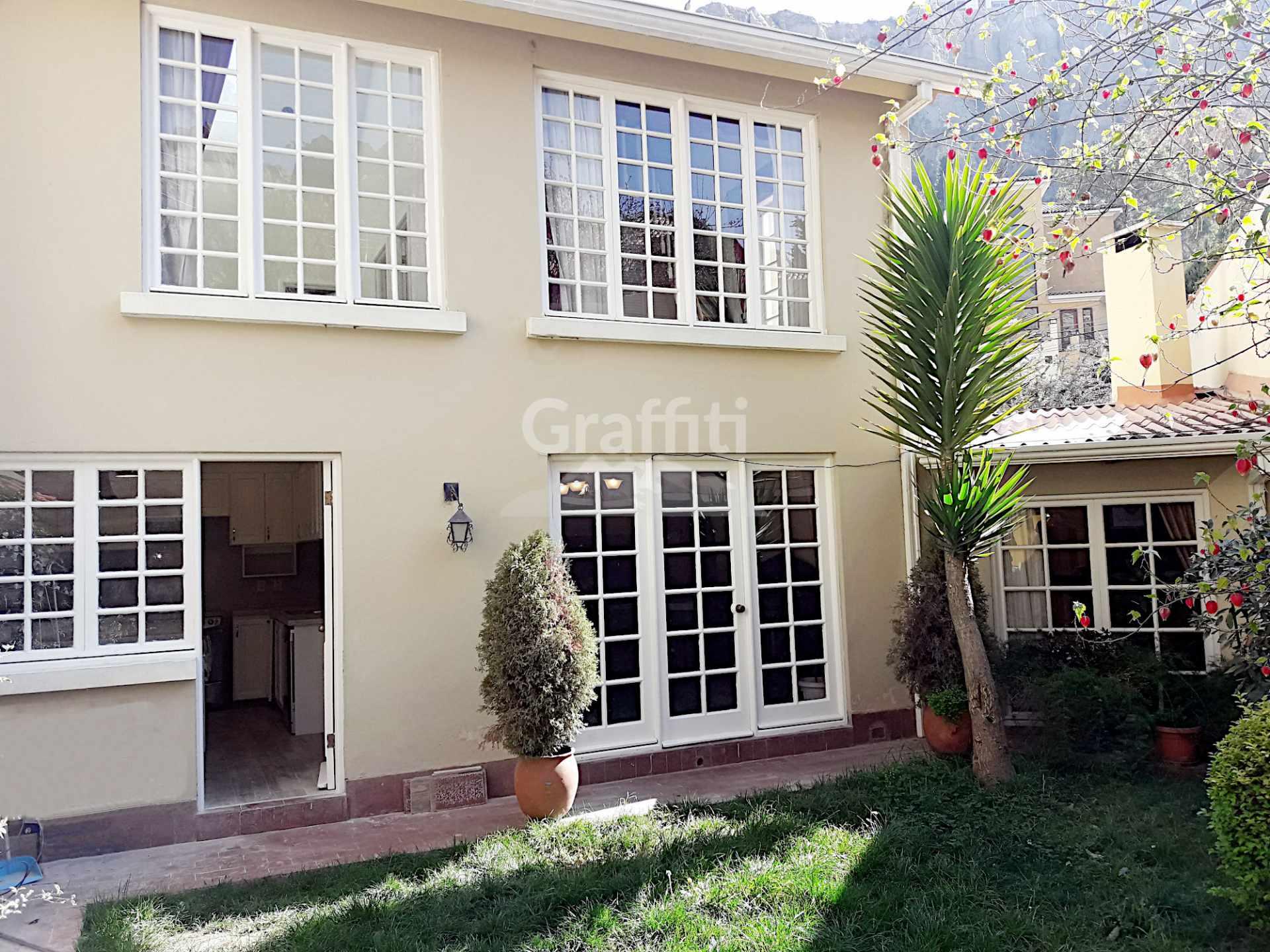 Casa en Alquiler Achumani calle 27 Foto 1