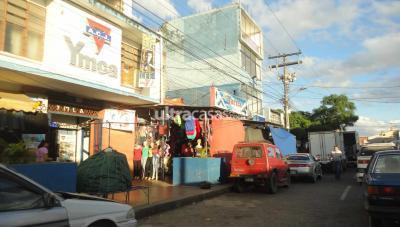 Casa en Venta en Santa Cruz de la Sierra 1er Anillo Norte Zona MERCADO LOS POZOS, sobre la calle Aroma