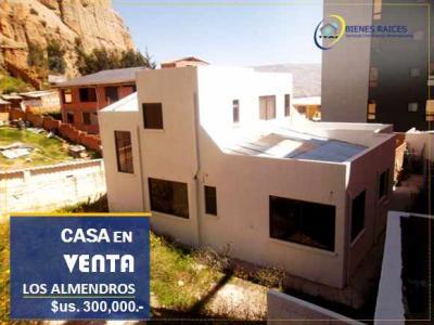 Casa en Venta en La Paz Calacoto CASA EN VENTA – Los Almendros