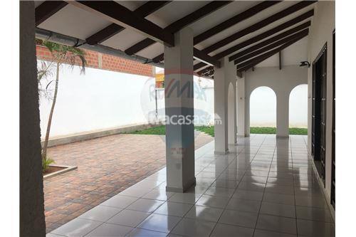 Casa en Alquiler Av. Banzer, 6to anillo, calle Claracuta Foto 7
