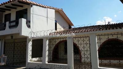 Casa en Venta en Santa Cruz de la Sierra 2do Anillo Sur Av. San Aurelio a 3 cuadras del 2do anillo