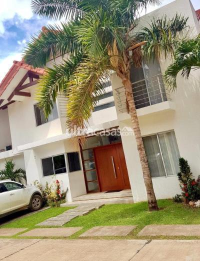 Casa en Venta en Santa Cruz de la Sierra 5to Anillo Norte Condominio florencia