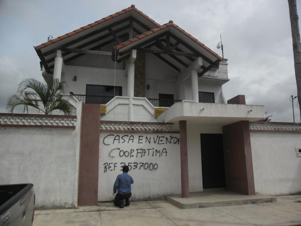 Casa en Venta Barrio magisterio sur zona Palmasola. 8 vo anillo. Un 185 me. 28 Foto 1