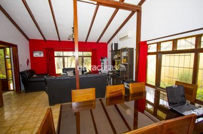 Casa en Venta en Santa Cruz de la Sierra 5to Anillo Este CASA AMPLIA ZONA HIPERMAXI LA PAMPA