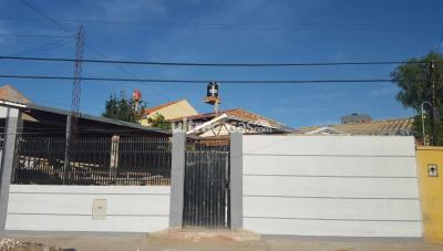 Casa en Venta en Cochabamba Alalay Avenida Ruiseñor a 50 mts de Avenida Guayacan
