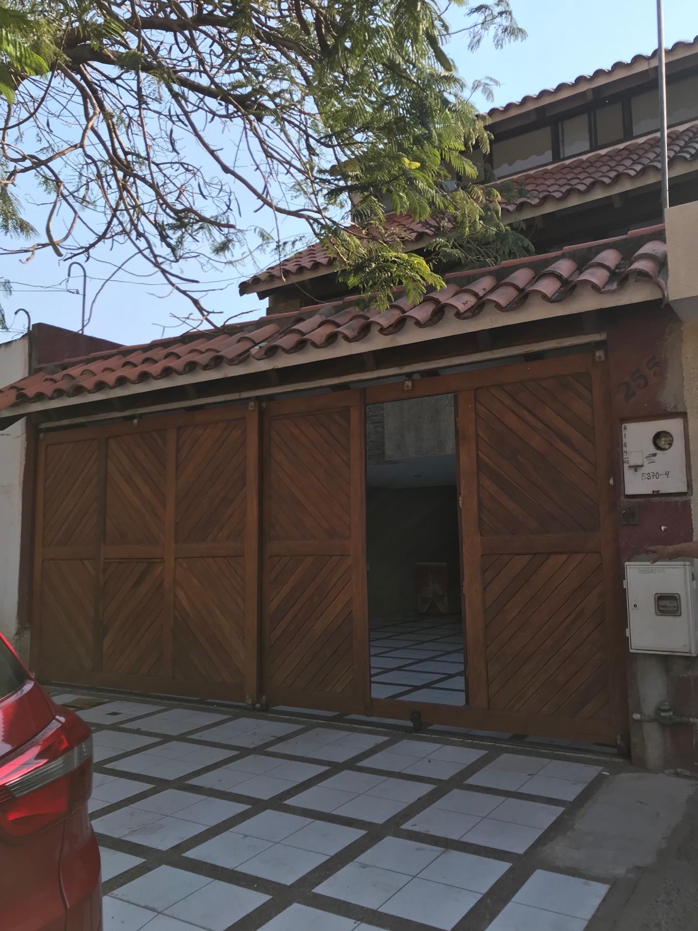 Casa en Alquiler Av. Melchor Pinto entre 1ro y 2do anillo  Foto 1
