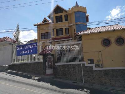 Casa en Venta en La Paz Mallasilla Camino a MALLASILLA Av. altamirano lado gasolinera, con  2 Garzonier's con una habitación y dependencias.