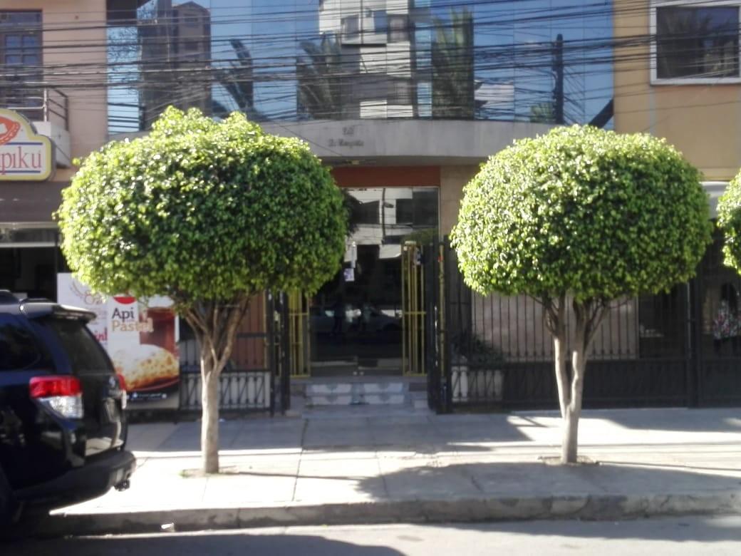 Local comercial en Alquiler Av. América entre Av. Libertador y Adela Zamudio Foto 1