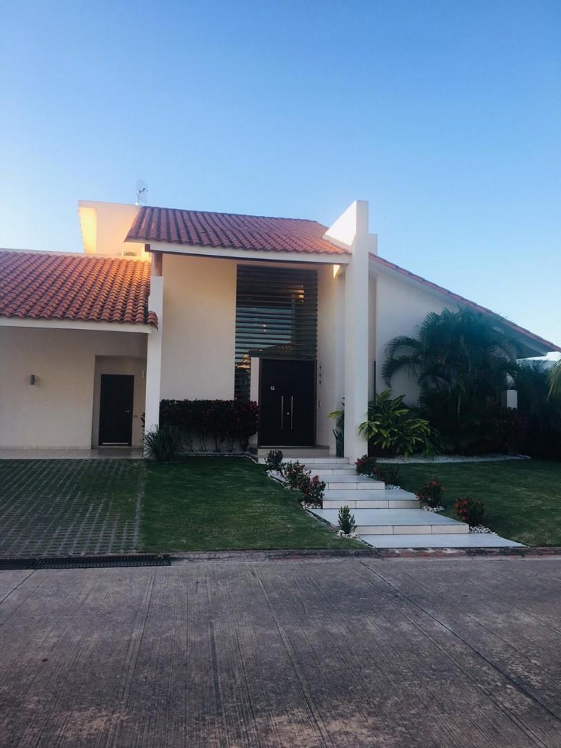 Casa en Alquiler COLINAS DEL URUBO ECTOR 1  Foto 1
