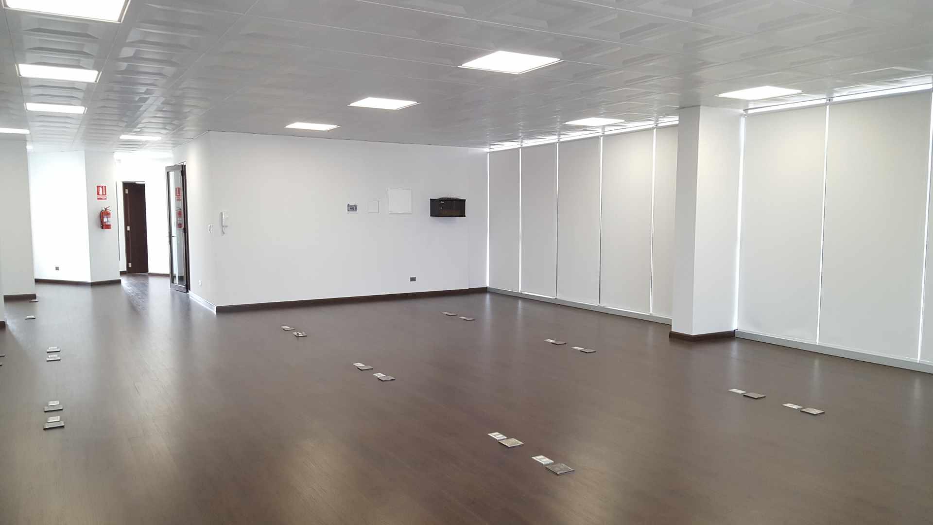 Oficina en Alquiler $U$.-1.400 PRECIOSA OFICINA EN ALQUILER ZONA CINE CENTER Foto 1