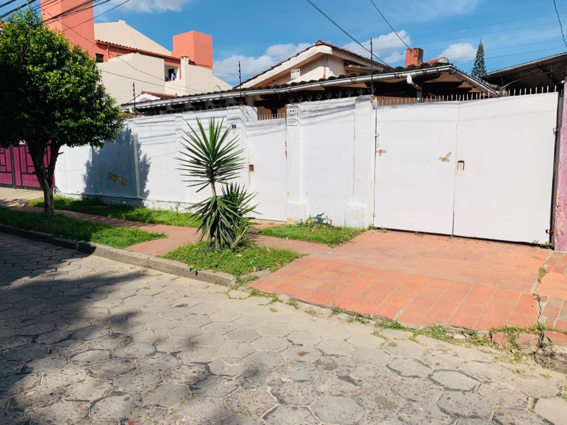 Casa en Alquiler Barrio Equipetrol entre 3er y 4to Anillo Foto 1