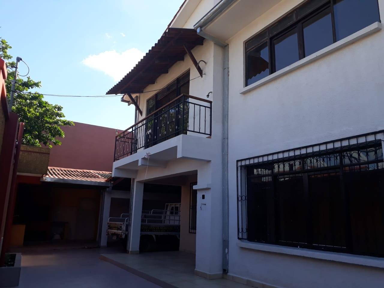 Casa en Alquiler Zona Este Av. Roca Coronado 2do Anillo Foto 1