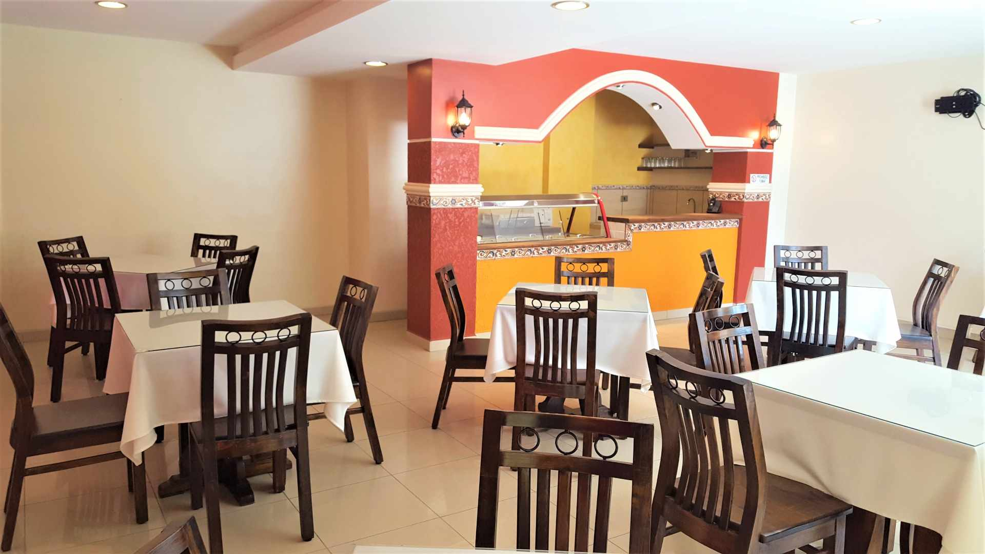 Local comercial en Venta $us 82.000.- LOCAL COMERCIAL IDEAL PARA RESTAURANTE - ZONA CALA CALA. CEL.: 799-98200 Foto 1