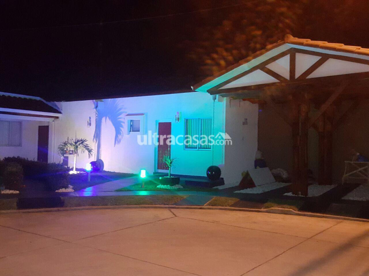 Casa en Venta Av. Banzer km, 10, condominio Sevilla Las Terazas I, calle San Pedro Oeste 24. Foto 1