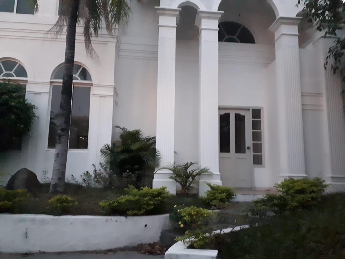 Casa en Alquiler Av Piraí y 4to anillo  Foto 1