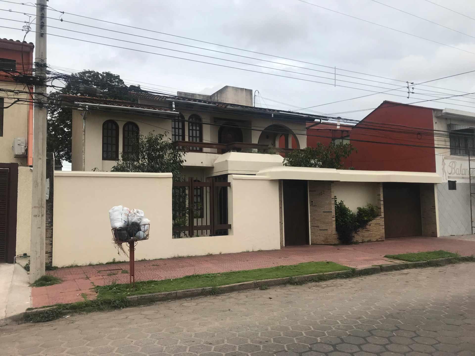 Casa en Venta Zona Sur de la Ciudad, Barrio Ramafa frente al Colegio Militar de Aviación. Foto 1