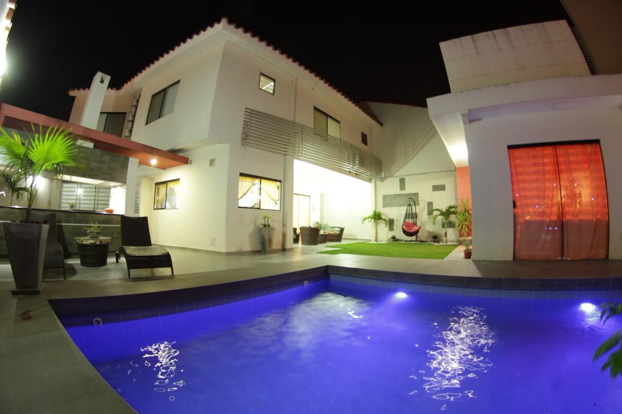 Casa en Venta Av. Banzer entre 7mo. y 8vo. anillo Foto 1