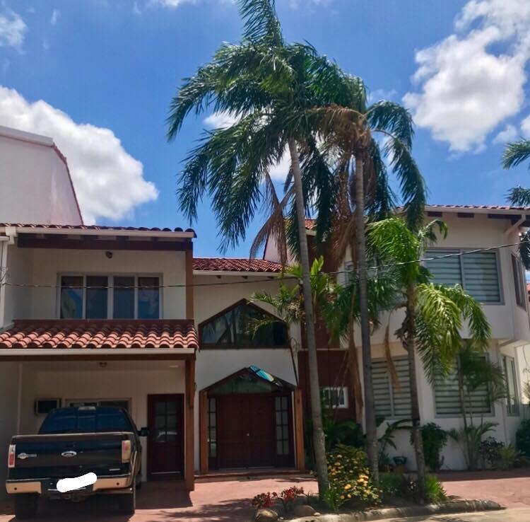 Casa en Alquiler Av. Banzer 4to anillo lado de Las Brisas Foto 1