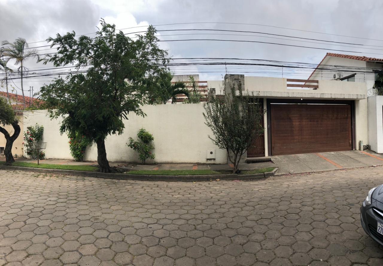 Casa en Venta Barrio Urbary Calle DECHIA entre 2do y 3er Anillo  Foto 1