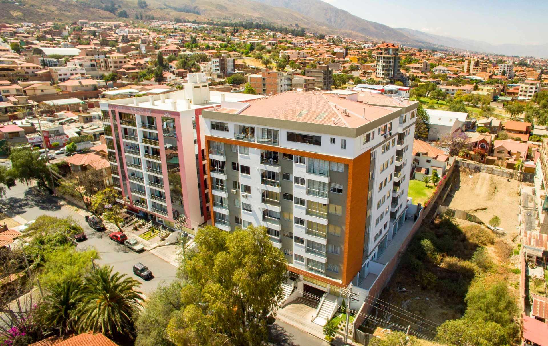 Local comercial en Venta C. Eudoro Galindo casi Circunvalación, Edificio Las Moras Foto 1