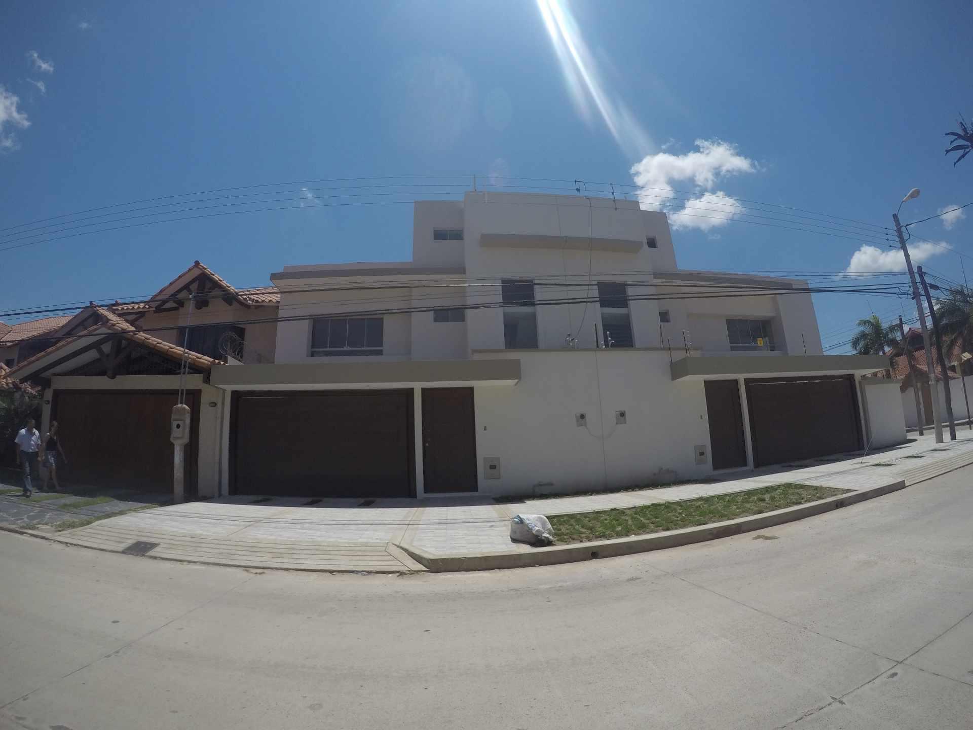 Casa en Alquiler Casa independiente en alquiler a estrenar, próximo a Parque Los Mangales II [Av. Beni y 4to. Anillo], De 3 plantas, 3 dormitorios (2 en suite), con dependencias. [1000$us.] Foto 1
