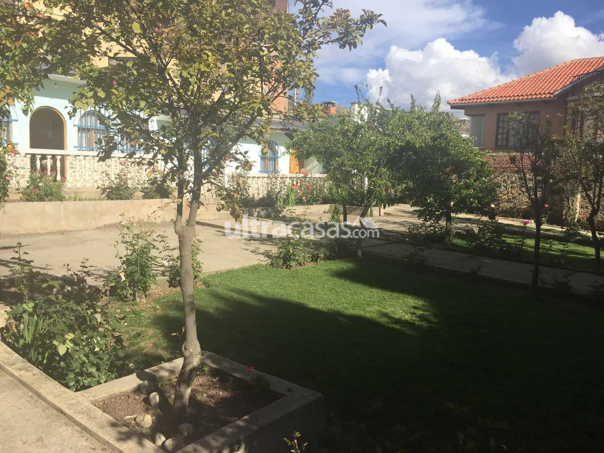 Casa en Venta Bonita casa, amplio jardín con árboles frutales, terreno 540m2 ideal para construcción. Foto 3