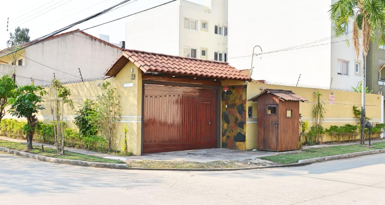 Casa en Venta Las Palmas av.San Miguel calle B 3er al 4to anillo Foto 1