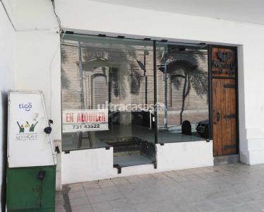 Local comercial en Alquiler Calle René Moreno no. 56, entre calles Sucre y Ballivián. A media cuadra de la Plaza Principal - 24 de Septiembre. Foto 1