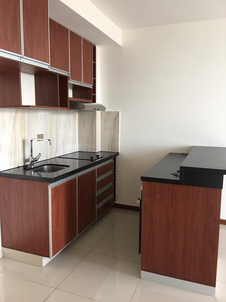 Departamento en Alquiler Avenida Los Cusis condominio Macoro 10 Foto 5