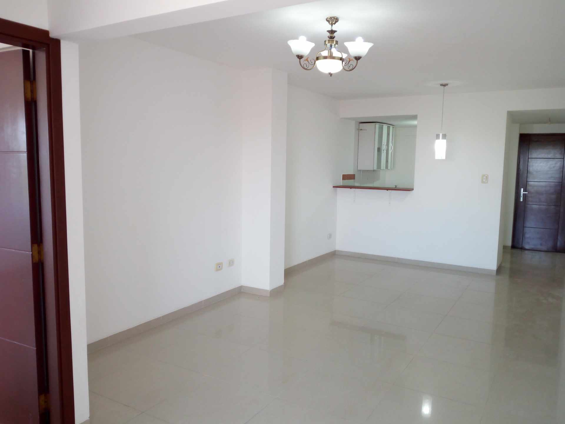 Departamento en Venta Entre 3er y 2do Anillo, Av. Guapay (Canal Cotoca) Foto 3