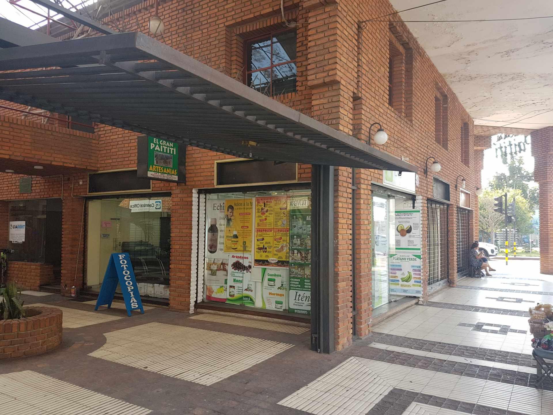 Oficina en Alquiler Zona centro frente a la Mz-1 calle independencia esquina Ingavi  Foto 1