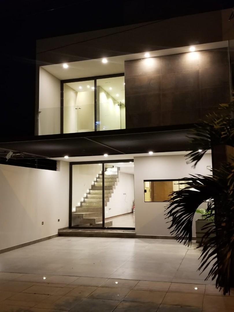 Casa en Venta Avenida Roca y Coronado 3er Anillo  Foto 1