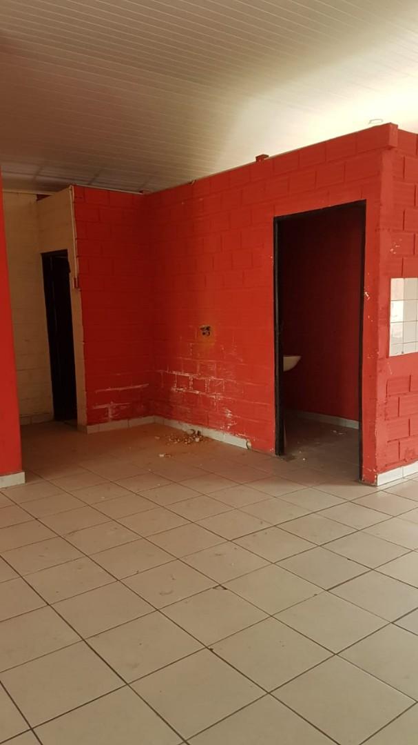 Local comercial en Alquiler Av. Paragua entre 3er y 4to Anillo Foto 2