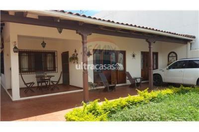 Casa en Venta en Santa Cruz de la Sierra 5to Anillo Sur Calle San Sebastian Barrio Las Misiones