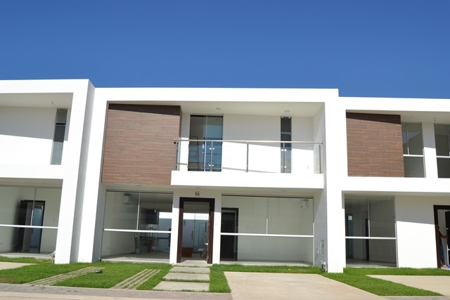 Casa en Venta Zona Norte 5to Anillo En Condominio Cerrado Foto 3