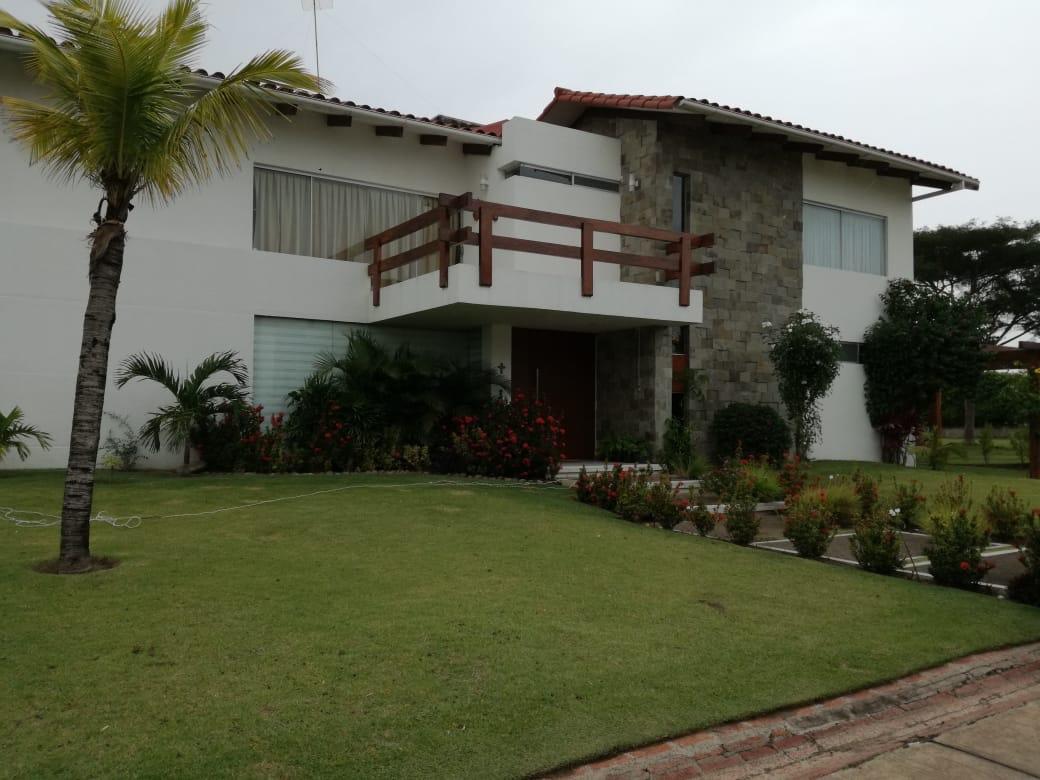 Casa en Alquiler Condominio exclusivo a pocos minutos del puente Urubó  Foto 1