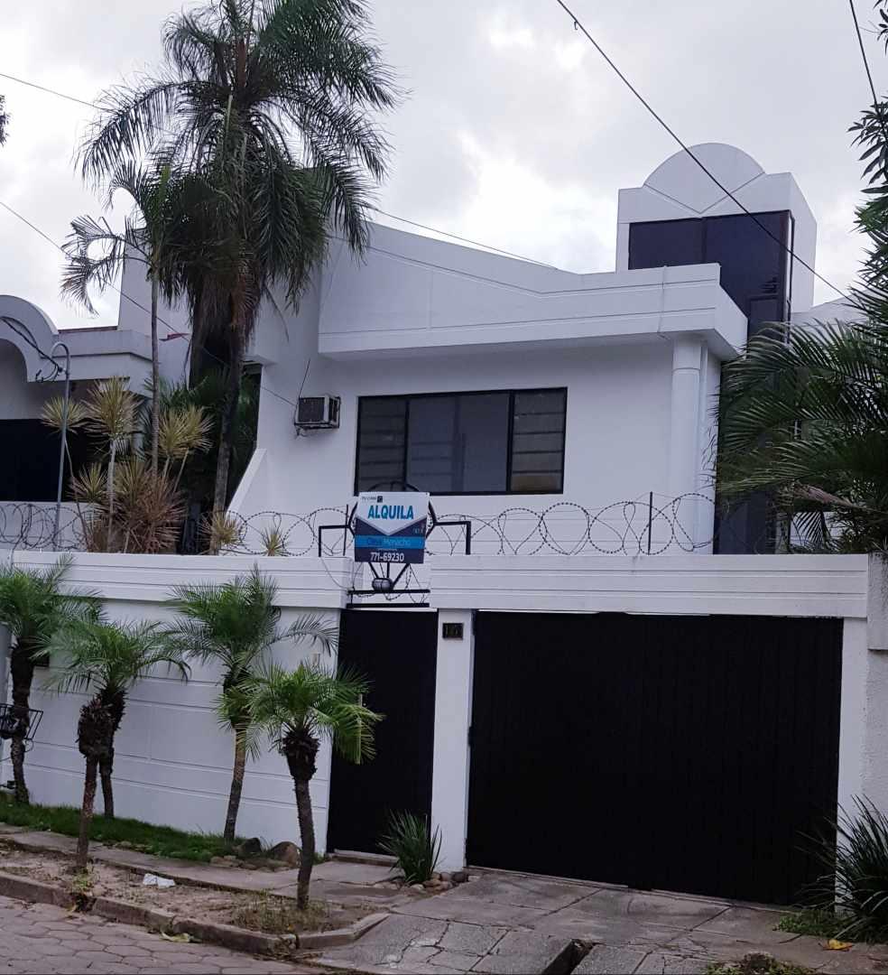 Casa en Alquiler LINDA CASA EN URBARI-  2 DORMITORIOS  Sus. 600.- Foto 1
