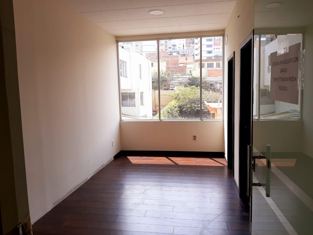 Oficina en Alquiler Av. Hernando Siles, entre la calle 3 y 4.  Edificio Titanium Piso 4. Foto 1